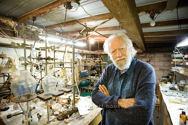 Alexander Shulgin in his lab